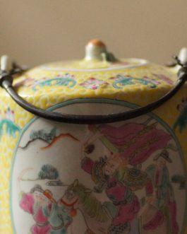民國黃釉爬花人物提樑壺